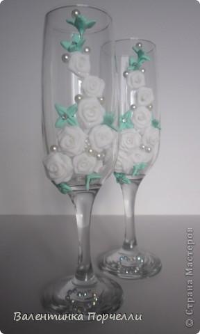 Привет всем!!!!Наконец то пошёл процесс с бокалами.А то что-то всё куклы да куклы...Соскучилась я по лепке)))Вот что налЯпила))Идею с нежно-зелёными цветочками увидела у LeNoRk@.Спасибо Леночка тебе за идею.  http://stranamasterov.ru/node/348489    фото 1