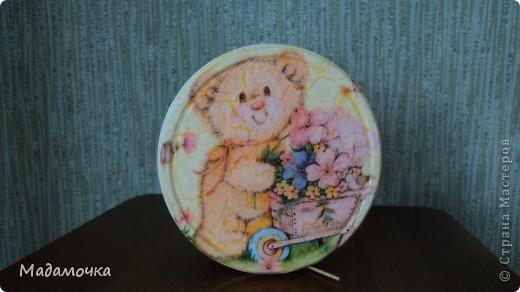 вот такая шкатулочка получилась из жестянойбаночки, что присылала Ирина-Атаманша, чудненький мишка подарен одной замечательной девочке фото 1