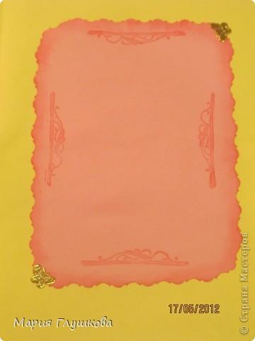 """Здравствуйте, мастерицы!  У меня вот сложилась такая летняя открыточка с цветами. Повода особого и не было, просто было настроение """"открыточное"""") По краю открытки дырокольная ленточка, основа открытки - бумага с теснением (сама теснила) и затонированная штемпельной подушечкой. Надпись тоже тонировала.  фото 7"""