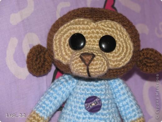 Вот такого обезьянчика связала вчера вечерком. Росточком 18,5 см. Вязала крючком № 2. фото 3