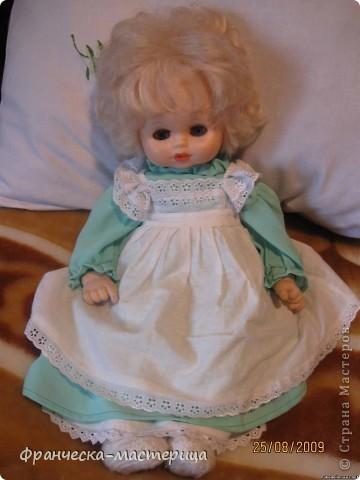 Костюм для куклы Вероники. Платье, подъюбник, фартук, пинетки. фото 1