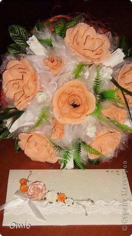 Добрый вечер Страна! девчоночки, вот моя обещанная открыточка к свадебному букету... Делала первый раз, поэтому подглядела идею у Юлички Бровко. Юль спасибо! фото 3