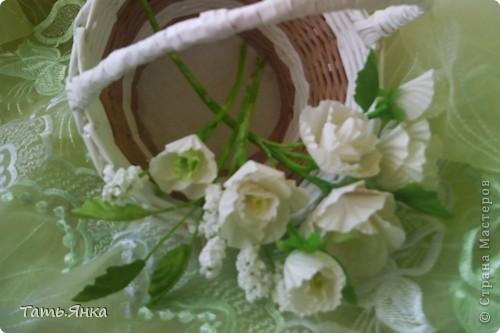 Здравствуйте,дорогие мастерицы.Выставляю на ваш суд мое новое увлечение-цветы из ткани.Корзиночку я уже выставляла,в прошлом она конфетница.Теперь она превратилась в корзиночку для моих цветочков. фото 7