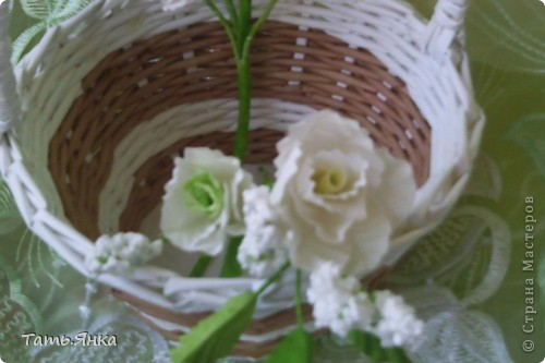 Здравствуйте,дорогие мастерицы.Выставляю на ваш суд мое новое увлечение-цветы из ткани.Корзиночку я уже выставляла,в прошлом она конфетница.Теперь она превратилась в корзиночку для моих цветочков. фото 9