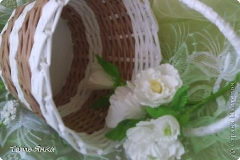 Здравствуйте,дорогие мастерицы.Выставляю на ваш суд мое новое увлечение-цветы из ткани.Корзиночку я уже выставляла,в прошлом она конфетница.Теперь она превратилась в корзиночку для моих цветочков. фото 2