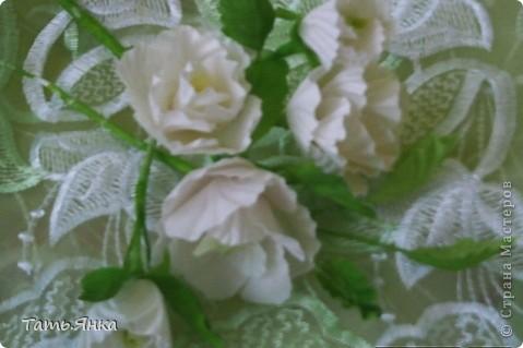 Здравствуйте,дорогие мастерицы.Выставляю на ваш суд мое новое увлечение-цветы из ткани.Корзиночку я уже выставляла,в прошлом она конфетница.Теперь она превратилась в корзиночку для моих цветочков. фото 3