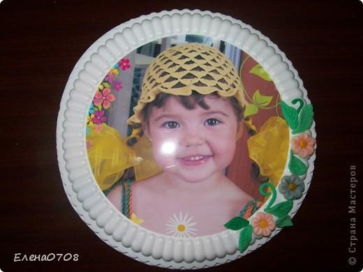 Такуф рамочку для фото я сделала из донышка от пластиковой коробки из-под торта. фото 1
