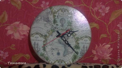 Решилась я на часы... пока висят между дощечек на кухне (проверяю ход механизма) потом придумаю куда перевесить. фото 2