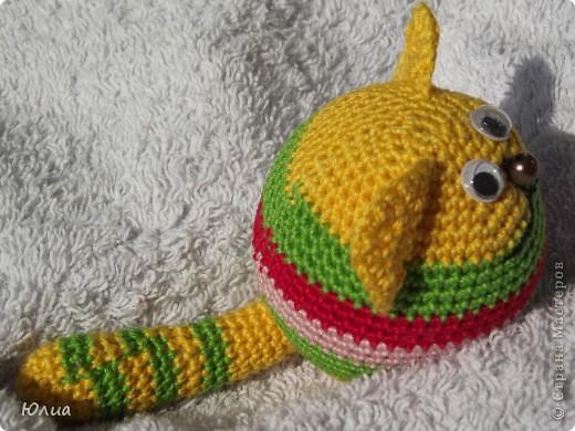 Добрый день, Мастерицы!!!!! Заразилась я тут новой болезнью! Вяжу игрушки крючком!!!! Про ленты, правда , не забываю - по-маленько вышиваю! Вот здесь увидела куклену http://luera-toy.blogspot.com/2012/03/blog-post_10.html И так уж она мне понравилась, что тут же села за вязание!  фото 4
