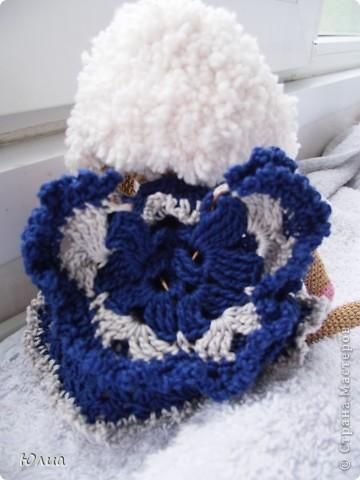 Добрый день, Мастерицы!!!!! Заразилась я тут новой болезнью! Вяжу игрушки крючком!!!! Про ленты, правда , не забываю - по-маленько вышиваю! Вот здесь увидела куклену http://luera-toy.blogspot.com/2012/03/blog-post_10.html И так уж она мне понравилась, что тут же села за вязание!  фото 7