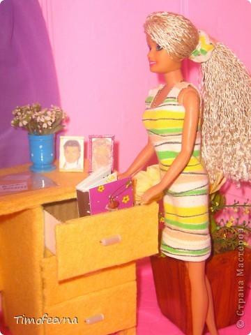Здравствуйте!! В этом блоге я хочу показать небольшой МК очередной моей мебели из картона для куклы Барби младшей дочки. А именно процесс создания письменного стола. фото 3