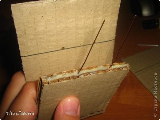 Здравствуйте!! В этом блоге я хочу показать небольшой МК очередной моей мебели из картона для куклы Барби младшей дочки. А именно процесс создания письменного стола. фото 11