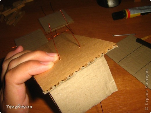 Здравствуйте!! В этом блоге я хочу показать небольшой МК очередной моей мебели из картона для куклы Барби младшей дочки. А именно процесс создания письменного стола. фото 12