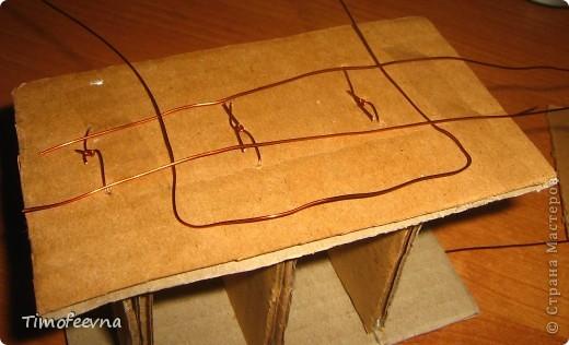 Здравствуйте!! В этом блоге я хочу показать небольшой МК очередной моей мебели из картона для куклы Барби младшей дочки. А именно процесс создания письменного стола. фото 15