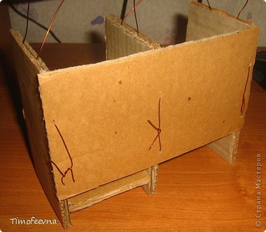 Здравствуйте!! В этом блоге я хочу показать небольшой МК очередной моей мебели из картона для куклы Барби младшей дочки. А именно процесс создания письменного стола. фото 19