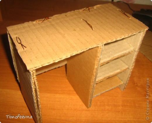 Здравствуйте!! В этом блоге я хочу показать небольшой МК очередной моей мебели из картона для куклы Барби младшей дочки. А именно процесс создания письменного стола. фото 21