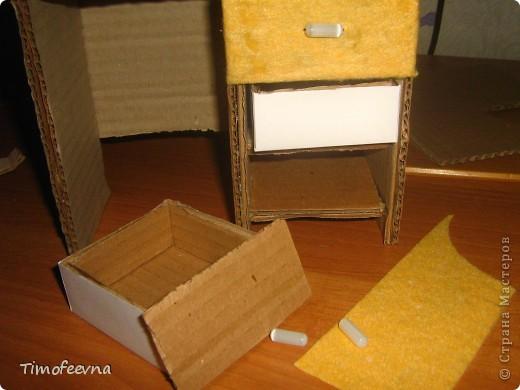 Здравствуйте!! В этом блоге я хочу показать небольшой МК очередной моей мебели из картона для куклы Барби младшей дочки. А именно процесс создания письменного стола. фото 27