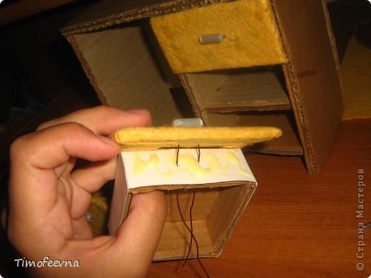 Здравствуйте!! В этом блоге я хочу показать небольшой МК очередной моей мебели из картона для куклы Барби младшей дочки. А именно процесс создания письменного стола. фото 28