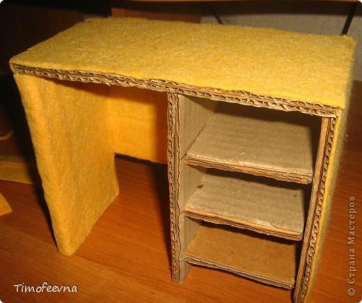 Здравствуйте!! В этом блоге я хочу показать небольшой МК очередной моей мебели из картона для куклы Барби младшей дочки. А именно процесс создания письменного стола. фото 31