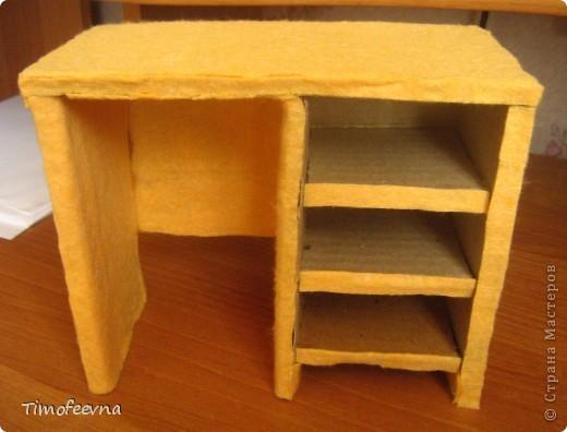 Здравствуйте!! В этом блоге я хочу показать небольшой МК очередной моей мебели из картона для куклы Барби младшей дочки. А именно процесс создания письменного стола. фото 32