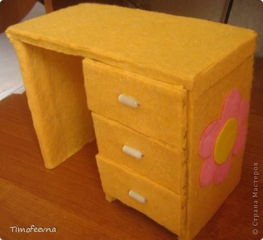 Здравствуйте!! В этом блоге я хочу показать небольшой МК очередной моей мебели из картона для куклы Барби младшей дочки. А именно процесс создания письменного стола. фото 33