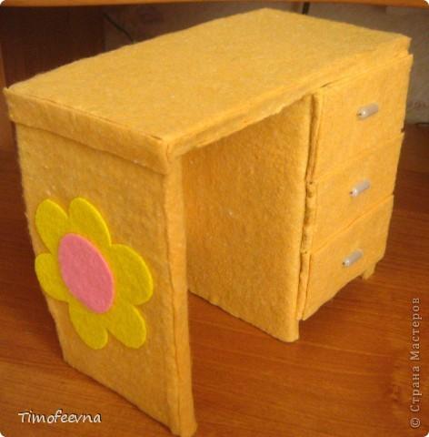 Здравствуйте!! В этом блоге я хочу показать небольшой МК очередной моей мебели из картона для куклы Барби младшей дочки. А именно процесс создания письменного стола. фото 34