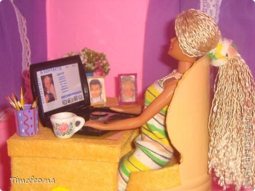 Здравствуйте!! В этом блоге я хочу показать небольшой МК очередной моей мебели из картона для куклы Барби младшей дочки. А именно процесс создания письменного стола. фото 42