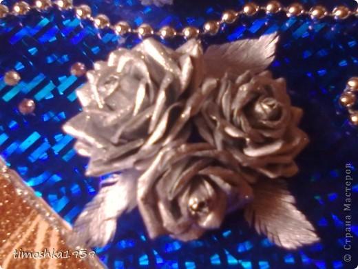 Такой туфелькой и розами я оформила коробку конфет. Бусы, стразы и тесьма приклеены на горячий клей.  фото 2