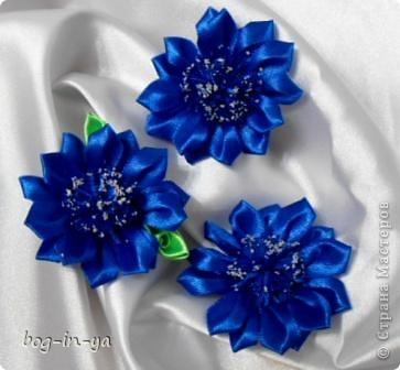 Сделала в прошлый раз цветочки , назвала васильками... http://stranamasterov.ru/node/363925  а что-то внутри подсказывает что не очень то они на васильки похожи. Нашла фото васильков и поняла свою ошибку. Серединка у василька почти того же цвета что и лепестки. Предлагаю вам новый вариант васильков. фото 1