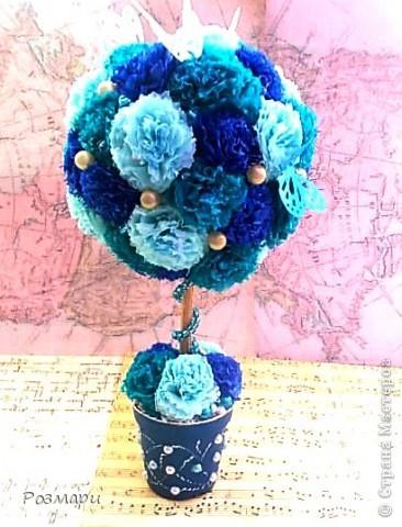 Голубое деревце отправилось на работу, поставила на входе для улыбок спешащих работников, посететителей и наших дорогих вахтеров фото 1