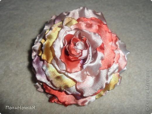 Вот моя роза на заказ.Первый раз делала  розу из ткани. Ткань очень быстро загорается. Намучалась я основательно. фото 1