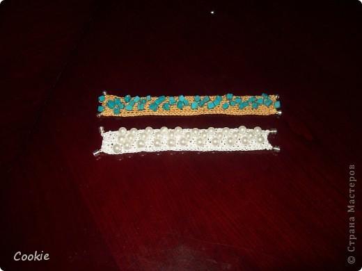 Идею увидела в интернете. Бусинки нанизываются на нитку, а потом просто из этой нитки вяжем крючком столбиками без накида. Застёжки магнитные. фото 1