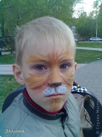 На празднике рисовала деткам мордашки аквагримом... но фотографировать сообразила только когда остались последние 3 ребенка))))) фото 1
