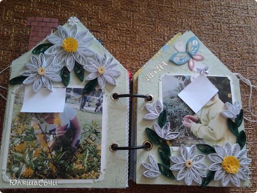 альбом-подарок двум девочкам-сестричкам.. фотки натаскали из контакта старшей и фоткали сами, поэтому сильно не подписывали..10 разворотов, 27 фоточек... каждый разворот разный...  фото 12