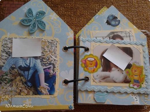 альбом-подарок двум девочкам-сестричкам.. фотки натаскали из контакта старшей и фоткали сами, поэтому сильно не подписывали..10 разворотов, 27 фоточек... каждый разворот разный...  фото 15