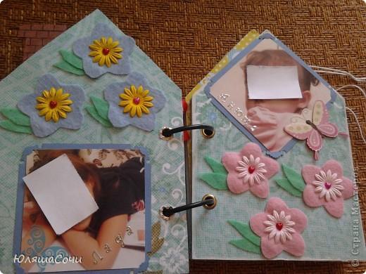 альбом-подарок двум девочкам-сестричкам.. фотки натаскали из контакта старшей и фоткали сами, поэтому сильно не подписывали..10 разворотов, 27 фоточек... каждый разворот разный...  фото 17