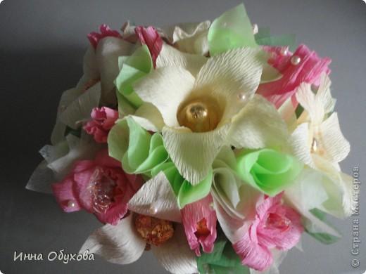 Моя подруга сегодня устраивала бал фей. И я подумала, что раз феи - то лилии и розовые розы вполне могут стать украшением нашего столика. фото 4