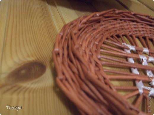 Я снова с круглой плетеночкой. Наверное это первая работа, которая мне нравится технически. Крышка села идеально, загибка убралась незаметно, вроде все ровно  фото 3