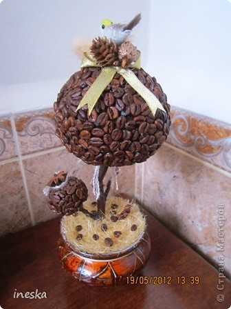 Давно хотелось сделать кофейное дерево,но что то все времени не хватало,но вот наконец я его сделала,вот такое  ветвистое,с птичкой в гнездышке фото 5