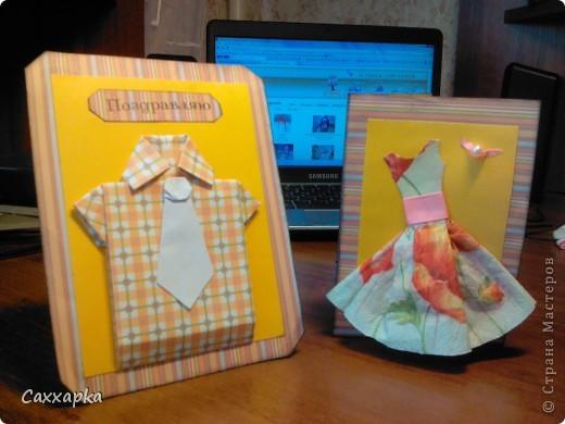 Мои очередные открытки!  Слева рубашечка оригами (ниже ссылка на МК) Эта открытка будет подарена моему дедушке на день рождение. Справа платьице (открытка) и небольшое колье.  Эта открытка подарена моей бабушке (просто так :)) фото 1