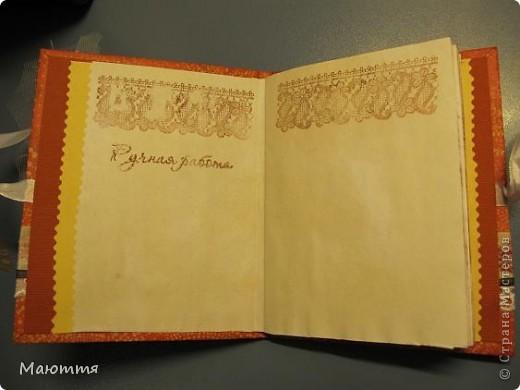 Давно руки чесались на такие записные книжки, но, как ни странно покажется,  вдохновителем явилась Юлия (YuliaM) со своим стимпанским блокнотом http://stranamasterov.ru/node/362116?c=favusers .  Мне показалось интересным сделать блокнот от начала до конца своими руками. Ну чтобы и листы затонировать, и переплет сделать, и обложку....Юля, спасибо! фото 4