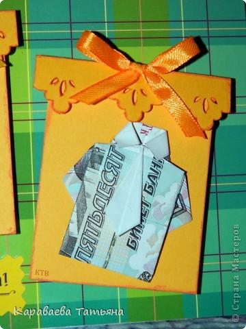 Здесь пошаговая схема в картинках такой рубашки с галстуком http://planetaorigami.ru/2011/02/krasivaya-origami-rubashka-iz-deneg-s-galstukom-prostaya-sxema-video/ фото 6