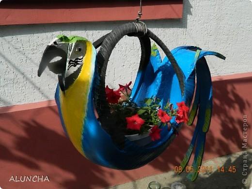 """Увидев интернете поделки из старых шин,мой муж сделал красивого лебедя для оформления цветника...Затем еще одного...И тут же поступил""""заказ""""-такие же лебеди нужны в детский сад ,куда ходят наши внуки...Вот они приготовились к вылету... фото 2"""