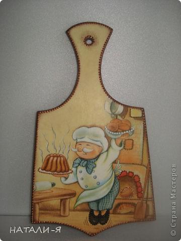 Комплект для кухни: заготовка деревянная для доски, глиняная тарелка, салфетки, акриловые краски, контуры. фото 2