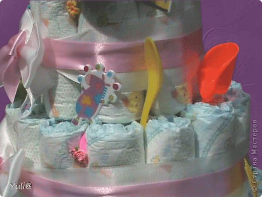 """Здравствуйте,мои дорогие!!!Вот такой тортик из памперсов соорудила для доци нашего друга.У неё сегодня самый первый в её жиздни День """"Варенья""""!!! Конечно Америку я не открыла(в инете множество подобных работ),но всё же решила с вами поделиться плодом своих трудов. фото 3"""