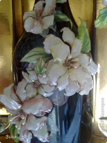 Был у меня набор, бутылка  и бокалы. Стоял своего часа ждал... и вот дождался! :) С бутылки удалила этикетки. Наделала цветочков и вуаля...:))) Красота?  фото 3