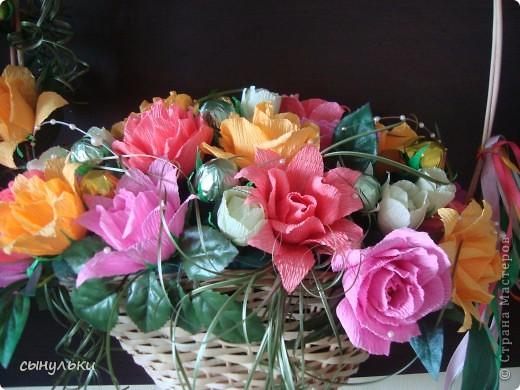 Добрый день дорогие мастерицы! Выставляю на Ваш суд свою корзинку сделанную на 75-летний юбилей женщине. Спасибо автору Candygift , так как идею подглядела у нее на ярмарке мастеров, но немного изменила и добавила роз. И вот что получилось судить Вам!  фото 2