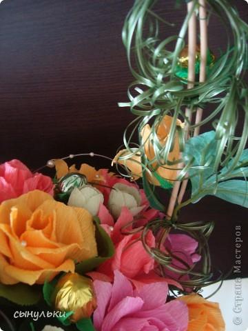 Добрый день дорогие мастерицы! Выставляю на Ваш суд свою корзинку сделанную на 75-летний юбилей женщине. Спасибо автору Candygift , так как идею подглядела у нее на ярмарке мастеров, но немного изменила и добавила роз. И вот что получилось судить Вам!  фото 5
