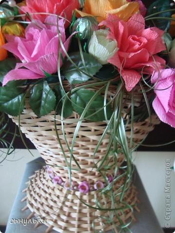 Добрый день дорогие мастерицы! Выставляю на Ваш суд свою корзинку сделанную на 75-летний юбилей женщине. Спасибо автору Candygift , так как идею подглядела у нее на ярмарке мастеров, но немного изменила и добавила роз. И вот что получилось судить Вам!  фото 6
