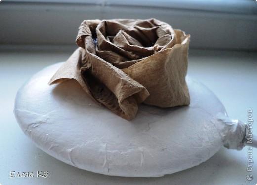 """Топиарий """"Фарфоровая роза"""". Очень много видела топиариев и в СМ в том числе. Но мне хотелось - одним цветком, а не букетом, а еще..... В общем, то что я хотела у меня получилось. А сделала я это так.... фото 6"""